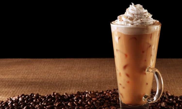5 Hot And Cold Beverage Recipes That Go Great With Dessert