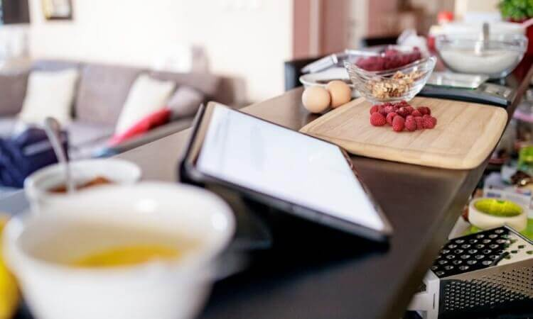 5 Smart Gadgets You Need in Your Kitchen