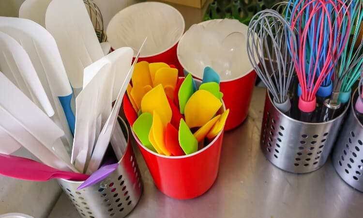 How To Remove Odor From Silicone Bakeware? – Easy Cleaning Tips